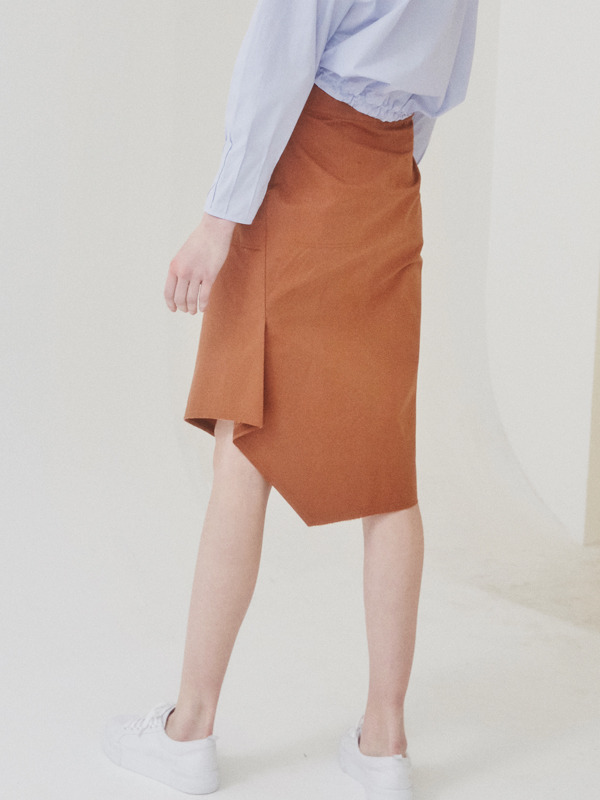 Stitich Unbalance Skirt / Brown