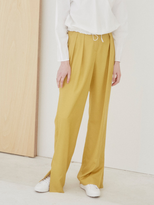 Slit Tuck Pants / Yellow