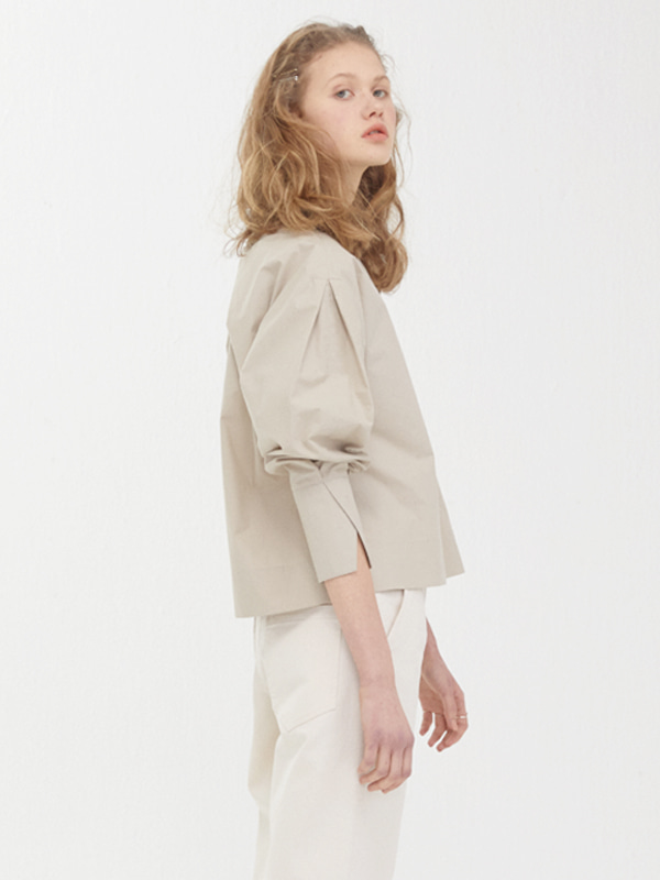 Volume Tuck Shirts / Beige