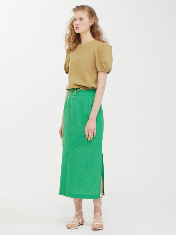 Edge Shoulder Top  + One Side Tuck Skirt