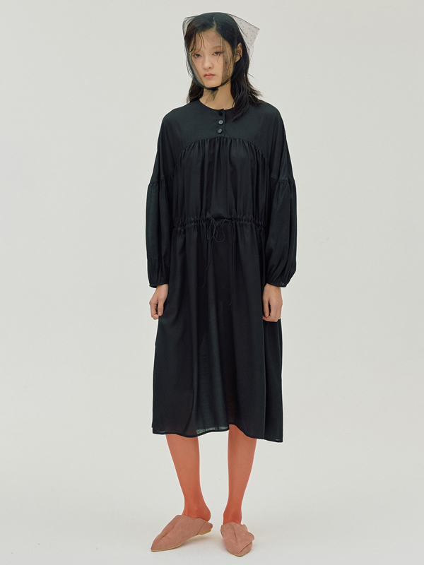 Cape Shirring Dress / Black