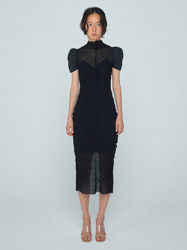 Curved Arm Coloration Dress_Black